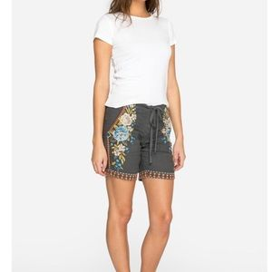 Johnny was HIRA linen shorts gray embroidery